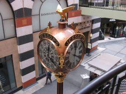 05-twelve-dials-on-one-face-tell-time-in-new-york-london-paris-berlin-milan-st-petersburg-calcutta-capetown-tokyo-hong-kong-melbourne-mexico-city