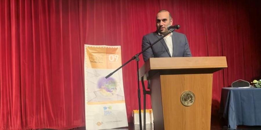 """Καρούσος στο Δημοτικό Θέατρο Λάρνακας: """"Η κυβέρνηση στηρίζει τα Κυπριακά Ταχυδρομεία για εκσυγχρονισμό"""""""