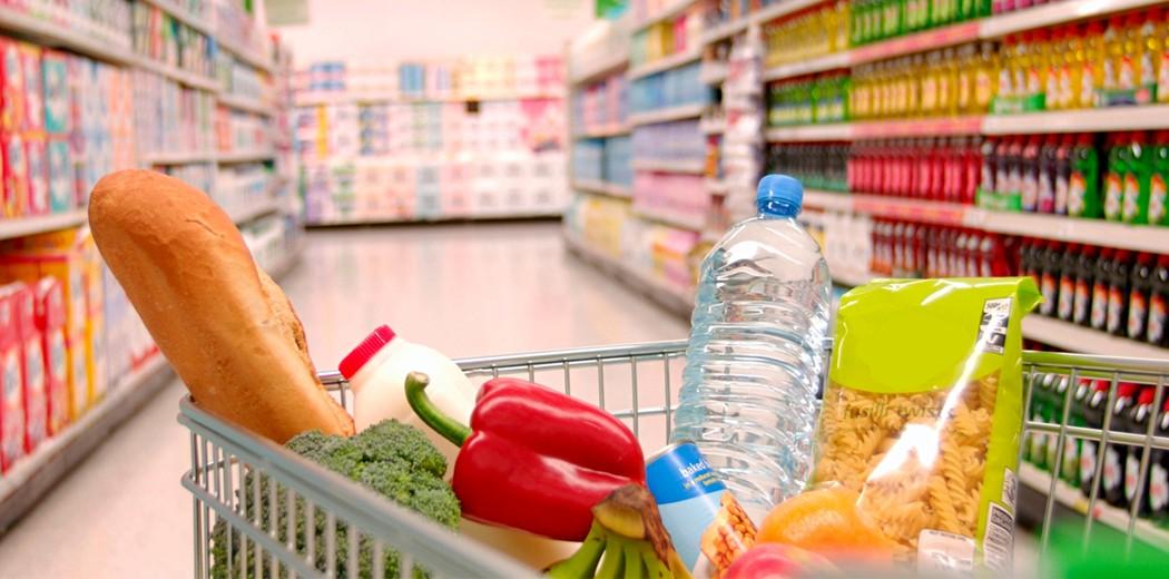 Αυξήσεις στα βασικά αγαθά: «Δεν θα πληρώσει ο καταναλωτής την αύξηση»
