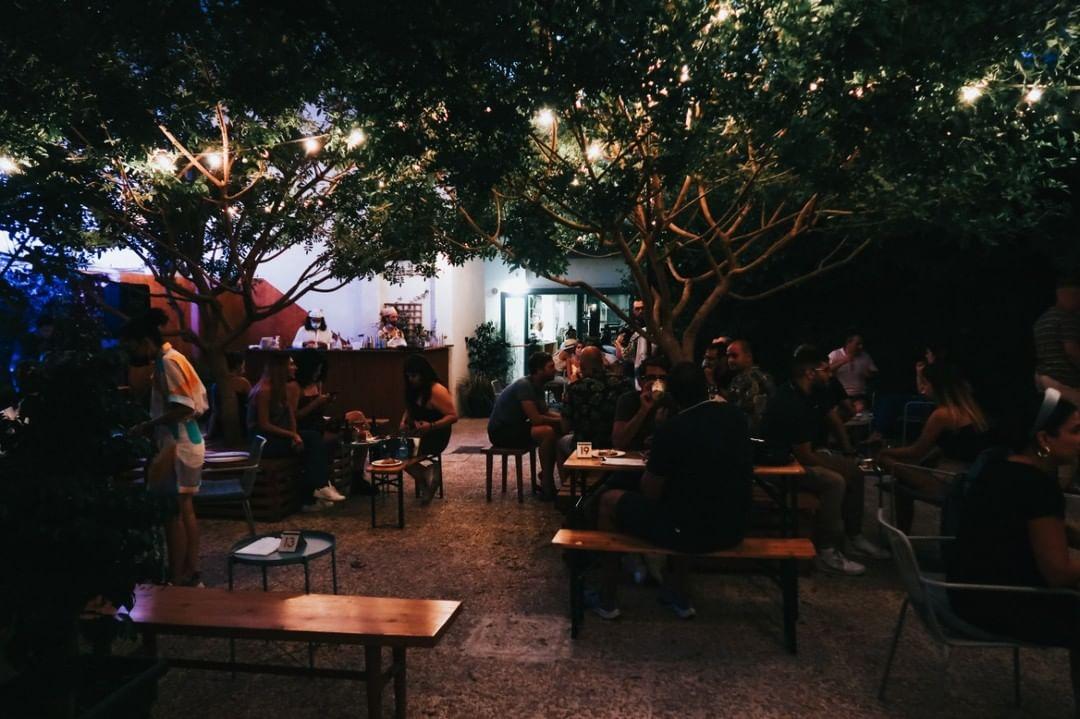 Φθινοπωρινή jazz βραδιά σε μια ξεχωριστή αυλή της πόλης