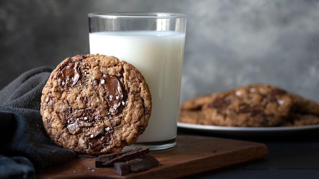 tahini-chocolate-chip-cookies-thehungrybites-3